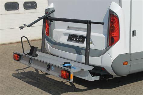 porte moto cing car transporter un v 233 hicule deux roues quel 233 quipement pour mon cing car yescapa