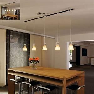 voici une rail ou sont disposes plusieurs luminaire With luminaire suspension salle a manger pour deco cuisine