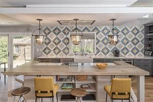 Modern farmhouse kitchen with wall decor
