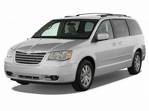 2008 Chrysler Town & Country Review, Ratings, Specs