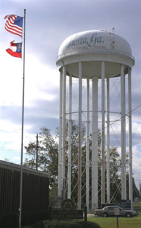 File:Valdosta, Georgia water tower.JPG - Wikimedia Commons