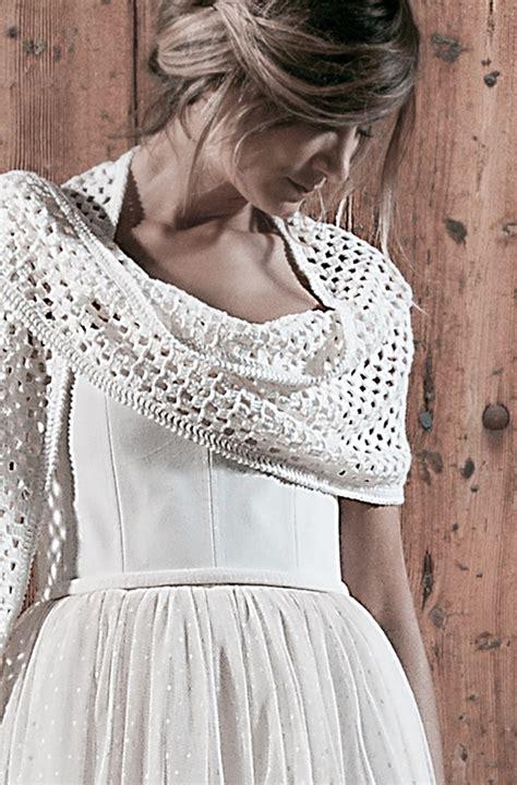 Questo abito da sposa all'uncinetto è aggiunto con la fodera in raso. ABITI DA SPOSA - Alessia Baldi Atelier