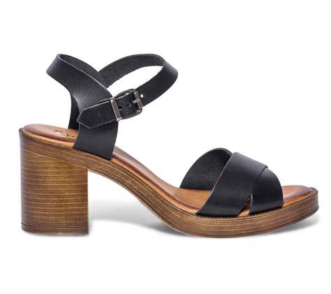 Sandale noire en cuir