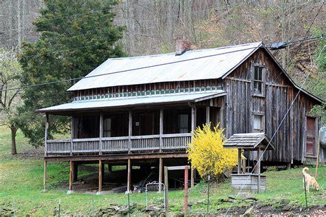 blake shelton oklahoma birthplace visit butcher hollow birthplace of loretta lynn