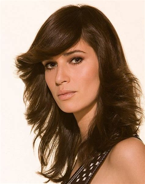layered and outward feather cut hairstyle hairstye hair styles hair styles feather cut
