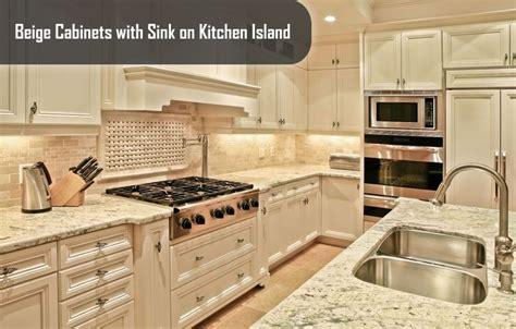 antique beige kitchen cabinets beige kitchen cabinets antique kitchens homes 4074