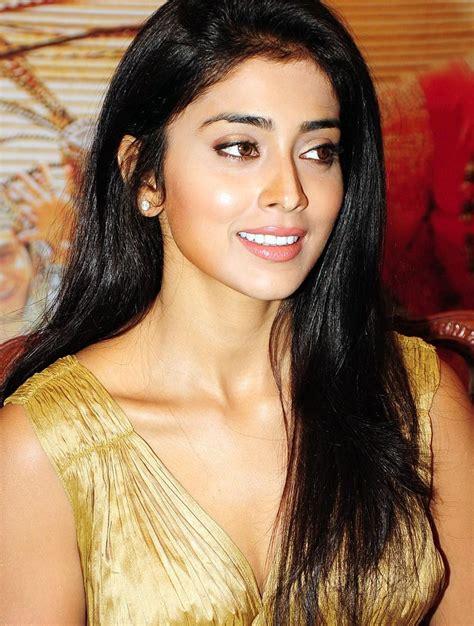 Shriya Saran Cute Photoshoot SEETAMILONLINE