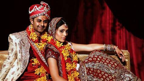 chicago bollywood indian wedding couple poses