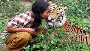 The Wild Hug : unbelievable friendship people and wild animals compilation 2017 youtube ~ Eleganceandgraceweddings.com Haus und Dekorationen
