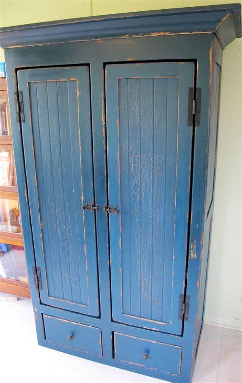 fa軋de de cuisine sur mesure armoire en pin rangement sur mesure antique peinture lait lanaudiere