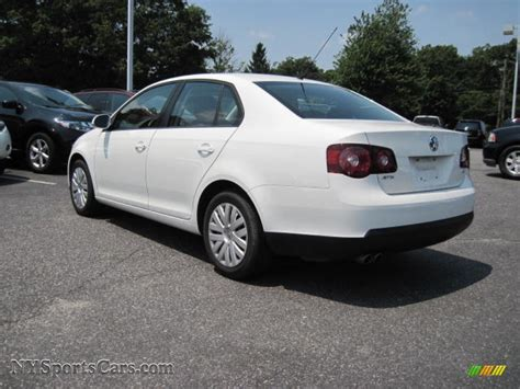 volkswagen jetta white 2010 volkswagen jetta s sedan in candy white photo 2