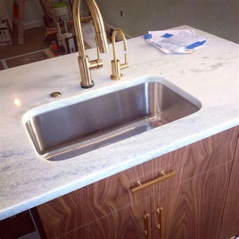 faucet  deltas trinsic  champagne bronze
