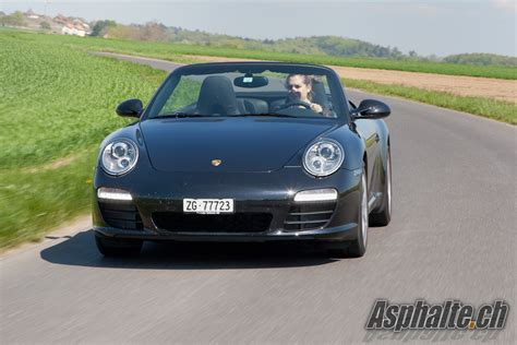 cale pied bureau essai porsche 911 black edition cabriolet asphalte ch