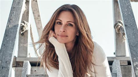 how old is actress julia roberts julia roberts explains why she avoids social media and