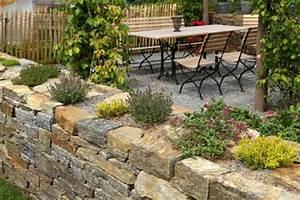 Terrasse Tiefer Als Garten : naturstein terrasse richtig planen und verlegen ~ Orissabook.com Haus und Dekorationen