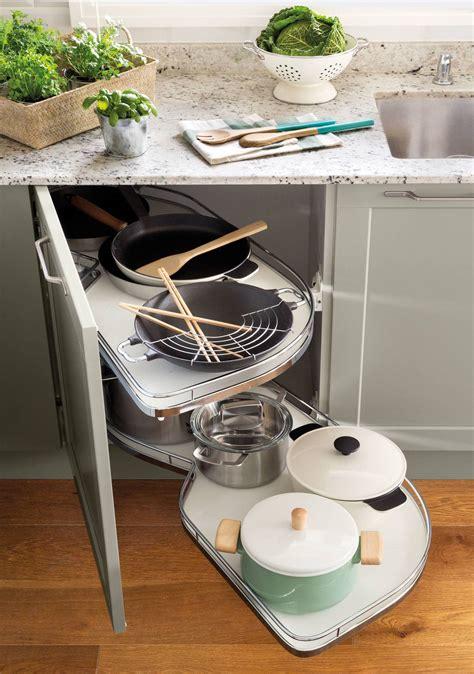 armarios de cocina en orden  bien aprovechados