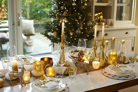 Feestdagen Kersttrends Feestelijke tafel in goud & wit