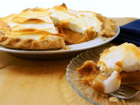A low carb peanut butter pie made with a crust of almond flour that is very rich and delicious. Diner-Style Peanut Butter Pie | julie's board | Sugar free desserts, Sugar free recipes, Pie recipes