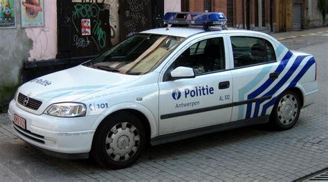 belgische politiewagens tot op de draad versleten
