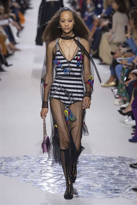 selena forrest christian dior fashion show in paris 09