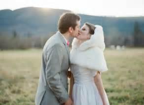 fourrure mariage boléro mariage et étole en couleur se réchauffer avec style