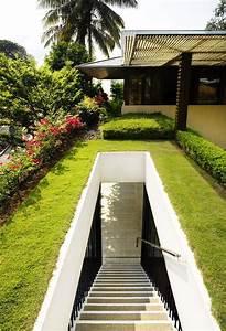 Une Luxueuse Maison Avec De La Pelouse Et Des Plantes Sur