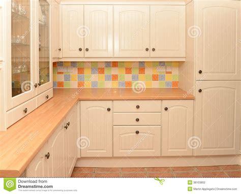 modele placard cuisine modele de placard de cuisine dootdadoo com idées de