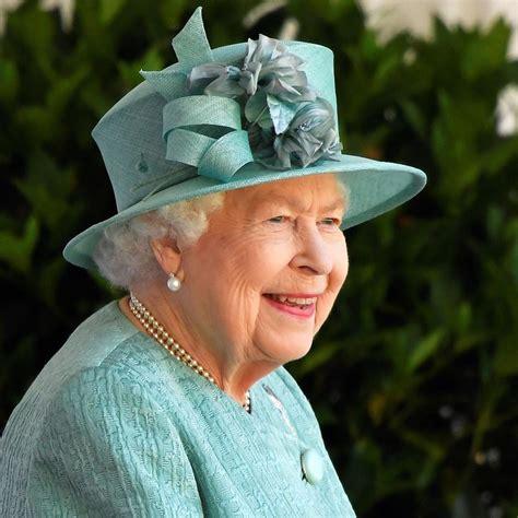 Caras | El look de la reina Isabel II para el festejo ...