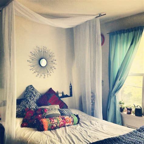 hang canopy   hooks  dowels diy bedroom