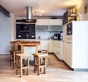 Küche Mit Bar : kochinsel mit bar ~ Frokenaadalensverden.com Haus und Dekorationen