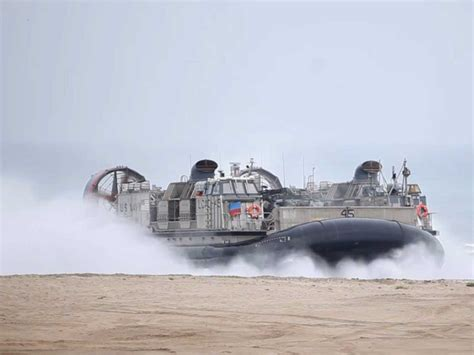 navy land us navy 39 s unstoppable lcac hovercraft business insider