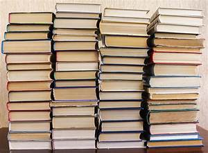 Tisch Aus Büchern : nachttisch aus alten b chern bauen anleitung in 4 schritten ~ Buech-reservation.com Haus und Dekorationen