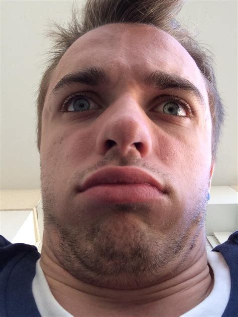 photo de squeezie squeezie on quot apr 232 s m 234 tre enfil 233 un gros barbecue j ai l impression de ressembler 224 231 a