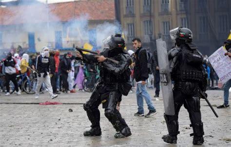 Masivas protestas contra reforma tributaria en Colombia ...