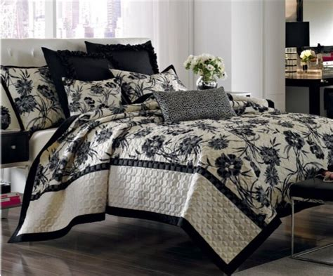 Black Quilts And Coverlets by Miller Ivory Black Quot Onyx Quot Floral Quilt