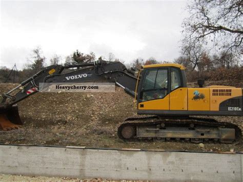 volvo ec  cnl  caterpillar digger construction