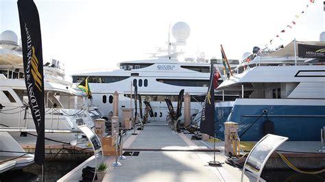selling  yacht  maximum price luxury yacht sales