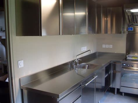 plan de travail cuisine inox sur mesure plan de travail cuisine inox cuisine blanche porte effet
