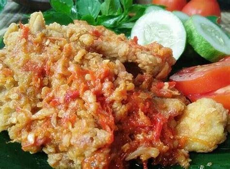 Ayam geprek adalah makanan ayam goreng tepung khas indonesia yang diulek atau dilumatkan bersama sambal bajak. Resep Ayam Geprek Wong Klaten (Ayam Goreng Tepung Sambal Bawang)