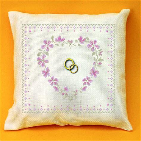 coussin alliance coeur de mariage 4 points du monde