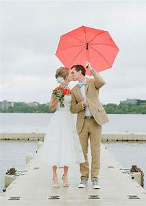 20 sweet outdoor photo ideas you will love weddingdashcom for Umbrella wedding photos