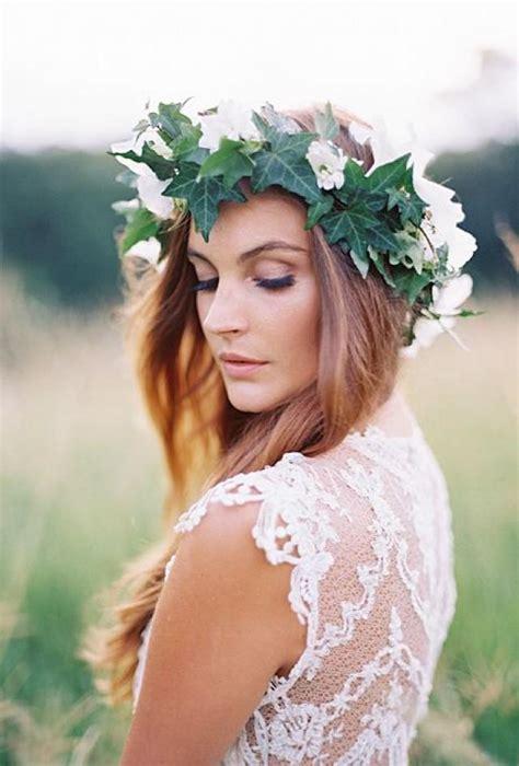 Une Couronne De Lierre Fleur Avec Blanc Fleurs #2060024