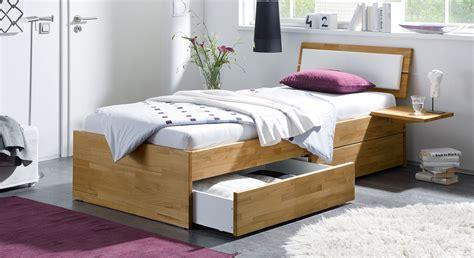 einzelbett mit schubladen einzelbett aus holz mit schubladen kaufen leova betten de