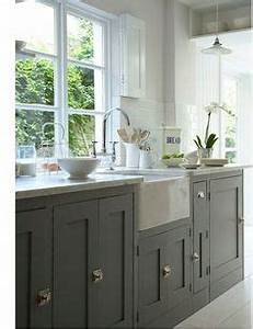 Cuisine gris meubles de cuisine peints en gris taupe for Kitchen colors with white cabinets with papier peint décoration murale