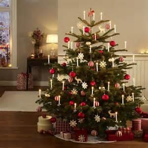 wohnidee wunderweib festlich wir dekorieren den christbaum diy