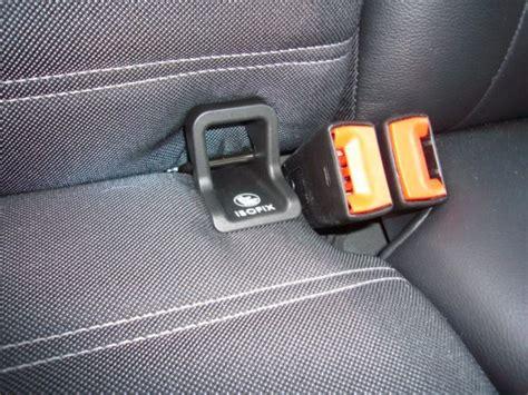 attache siege auto sièges auto tout sur la fixation isofix planetepapas com