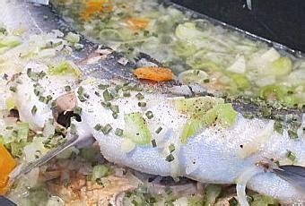 cuisiner saumon entier saumon entier aux petits légumes à lire