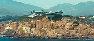 Iron Man Featurette Jon Favreau Tours Tony Stark39s House