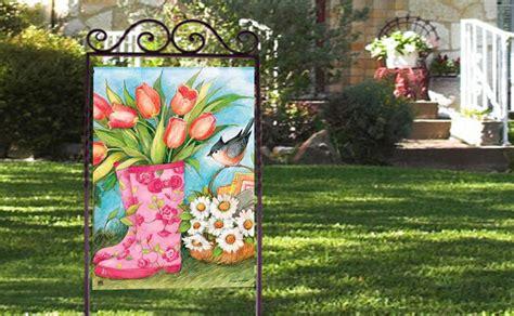 lovely ways  display  decorative garden flags