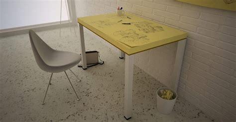 post it bureau une note adhésive géante en guise de bureau pour créatifs